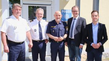 Polizeiinspektion Bad Tölz, v.links: Inspektionsleiter Bernhard Gigl, Polizeipräsident Robert Kopp, stellvertr. Inspektionsleiter Andreas Rohrhofer, Markus Rinderspacher, Robert Kühn