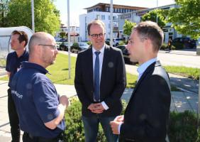 Markus Rinderspacher und Robert Kühn im Gespräch mit Vertretern der Sicherheitswacht in Wolfratshausen.